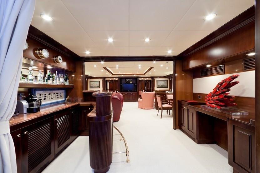Drinks Bar: Yacht SOPHIE BLUE's Premier Saloon Captured