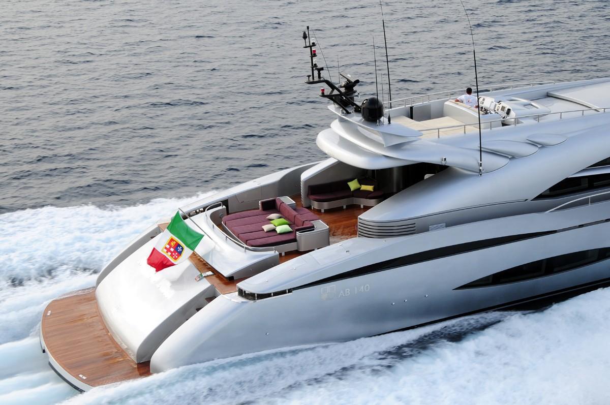 Aft: Yacht MY TOY's Cruising Image