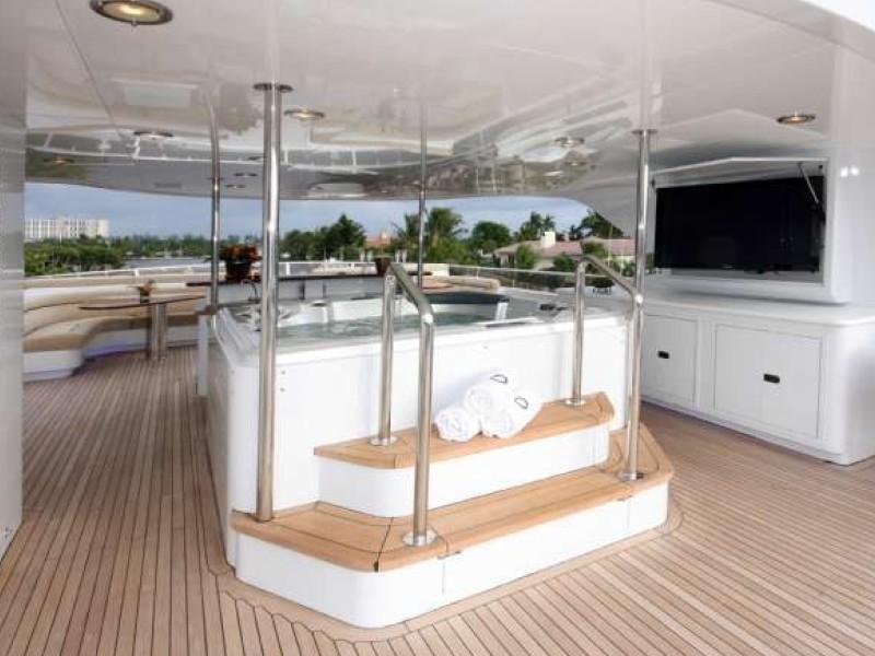 Jacuzzi Pool On Board Yacht FAR FROM IT