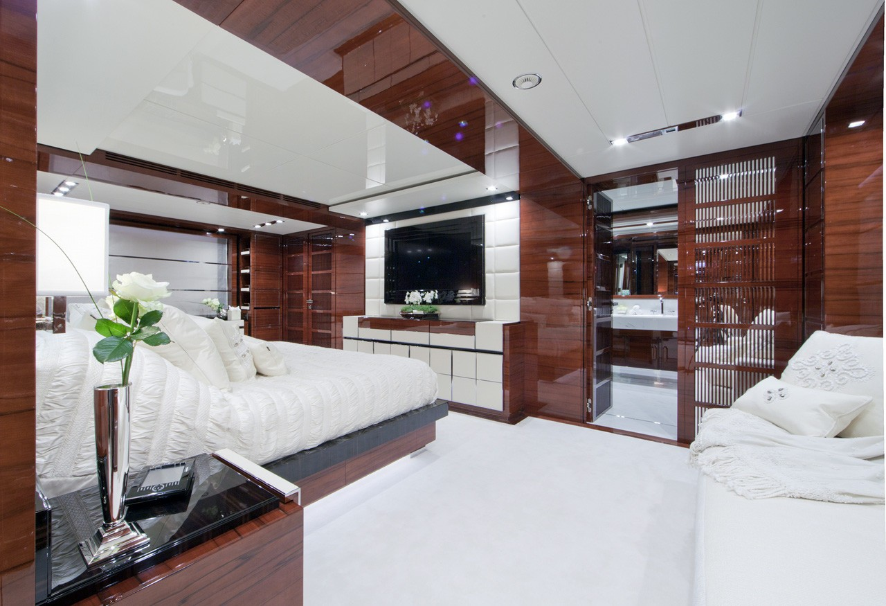 Sitting: Yacht WILD ORCHID I's Main Master Cabin Photograph