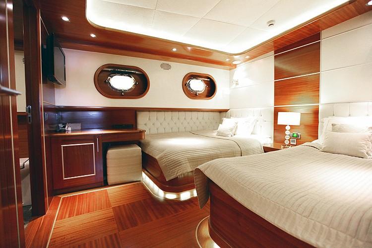 Twin Bed Cabin On Yacht CARPE DIEM IV