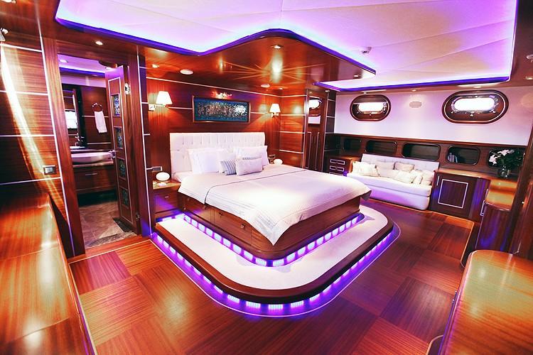 VIP Cabin On Yacht CARPE DIEM IV