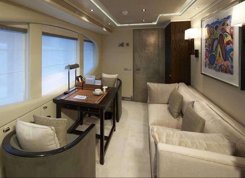 Main Master Suite Study On Yacht RAASTA