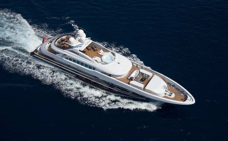 Cruising On Yacht RAASTA