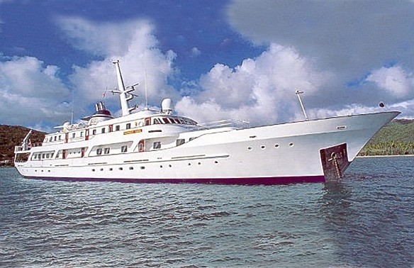 Profile Aspect On Yacht MESERRET II