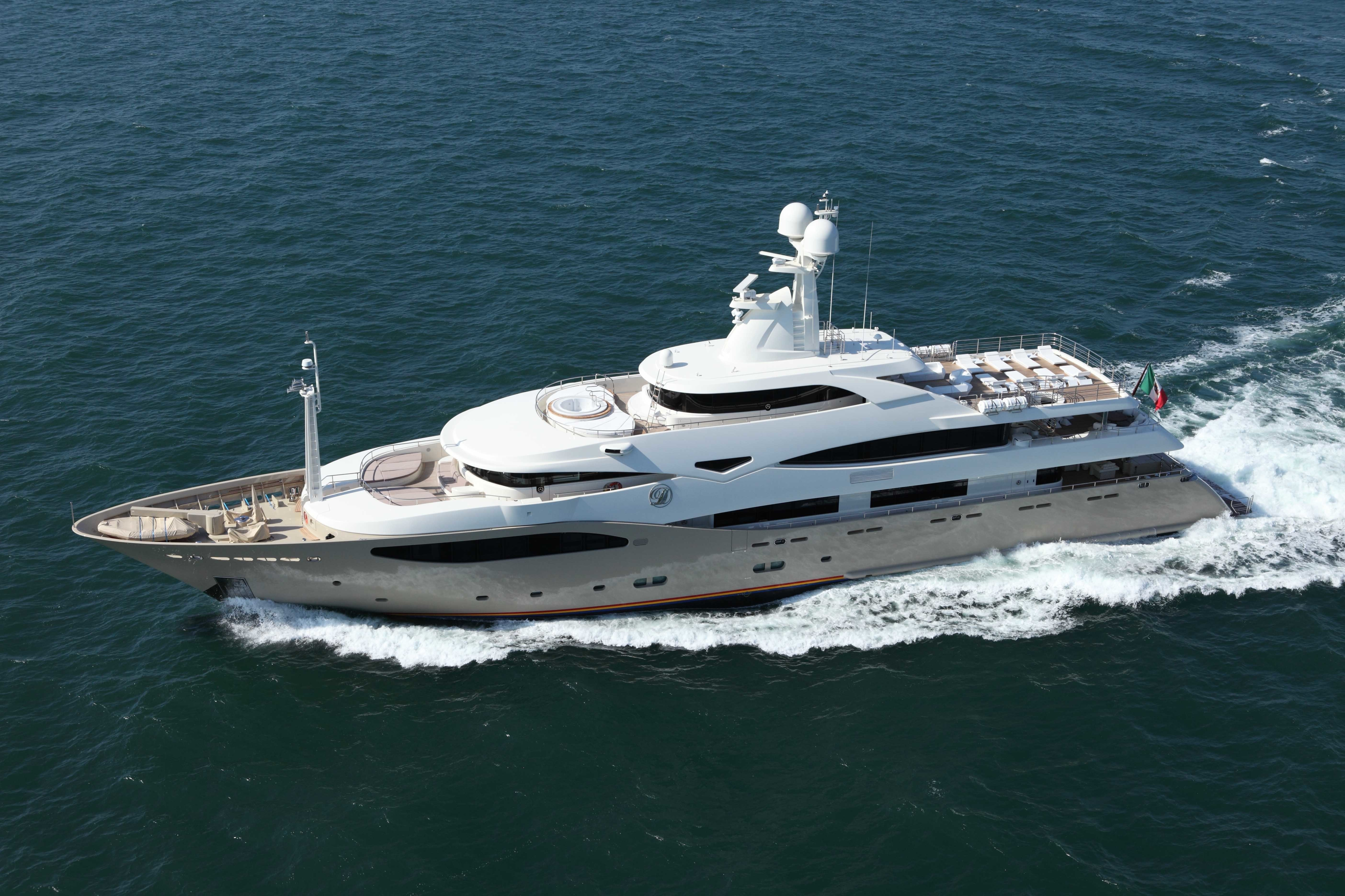 Overview: Yacht LIGHT HOLIC's Cruising Photograph