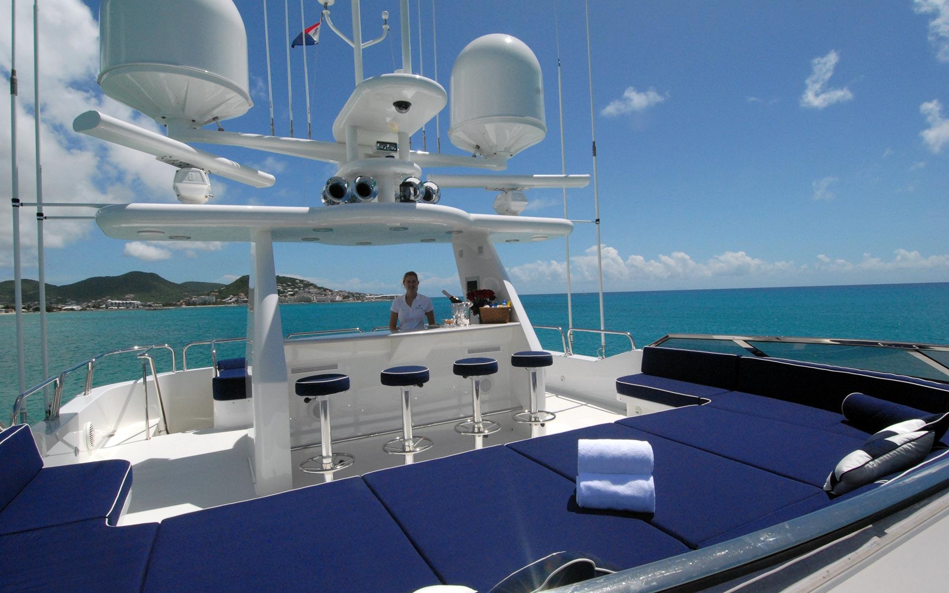 DONA LOLA Westport Yacht Sundeck