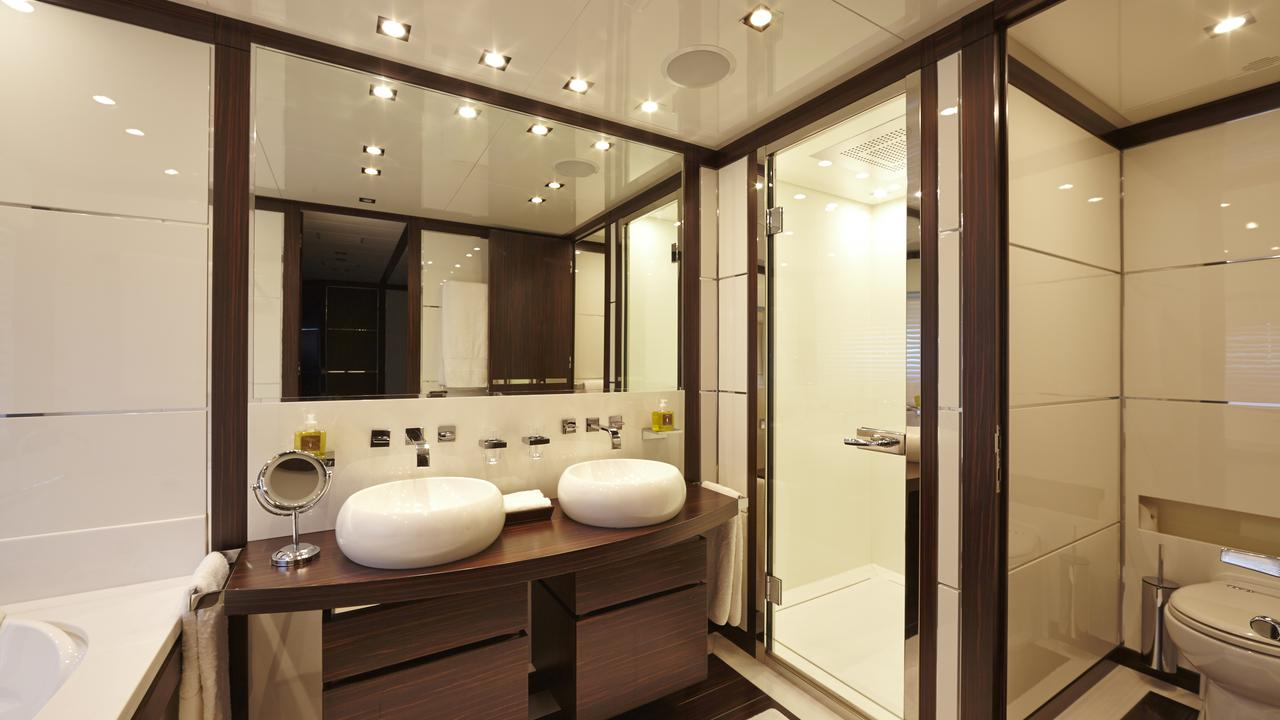 Double Guest Cabin - Bathroom