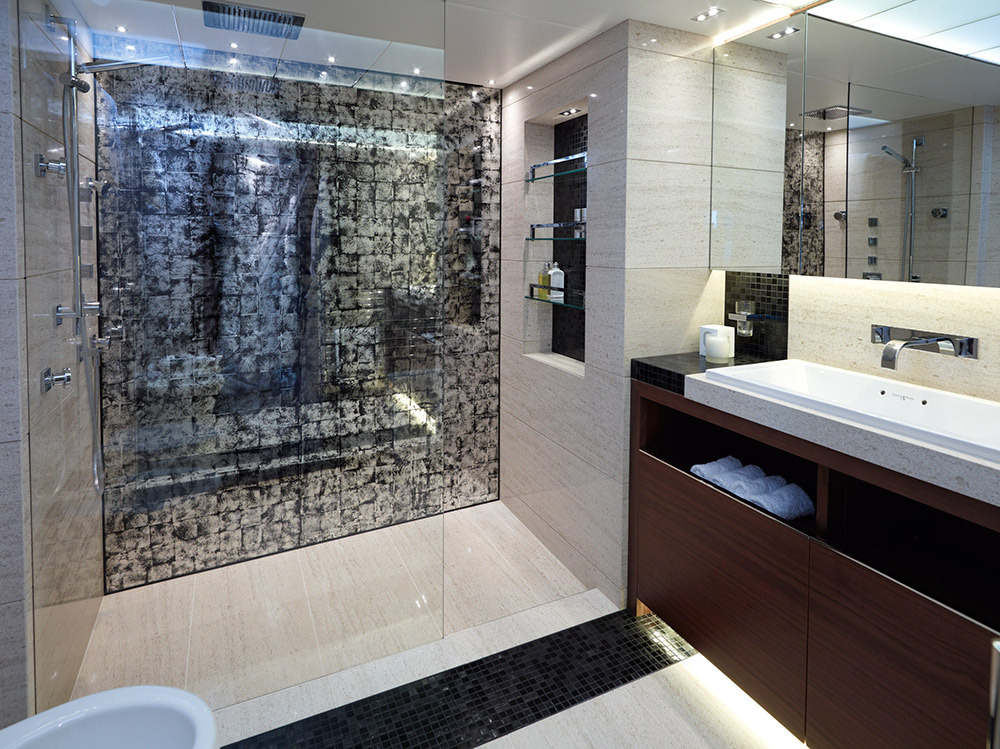 Motor Yacht IMPERIAL PRINCESS BEATRICE By Sunseeker - Bathroom Shower
