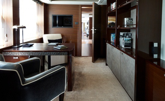 Motor Yacht IMPERIAL PRINCESS BEATRICE By Sunseeker - Desk