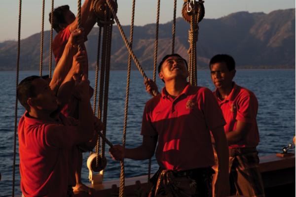 SI DATU BUA  Crew Working Together