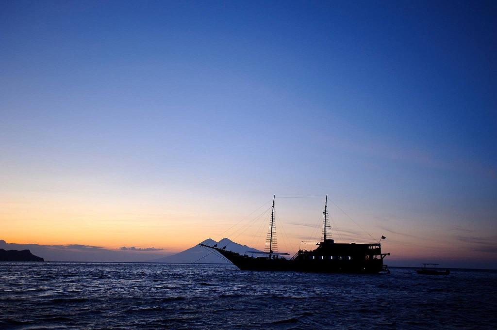 Samata Luxury Indonesian Phinisi Sunset