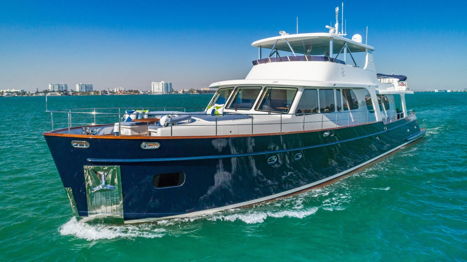 Motor Yacht: MONI Yacht Charter Details, Vicem