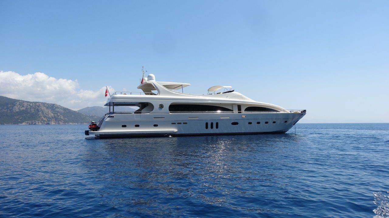 Yacht M & M