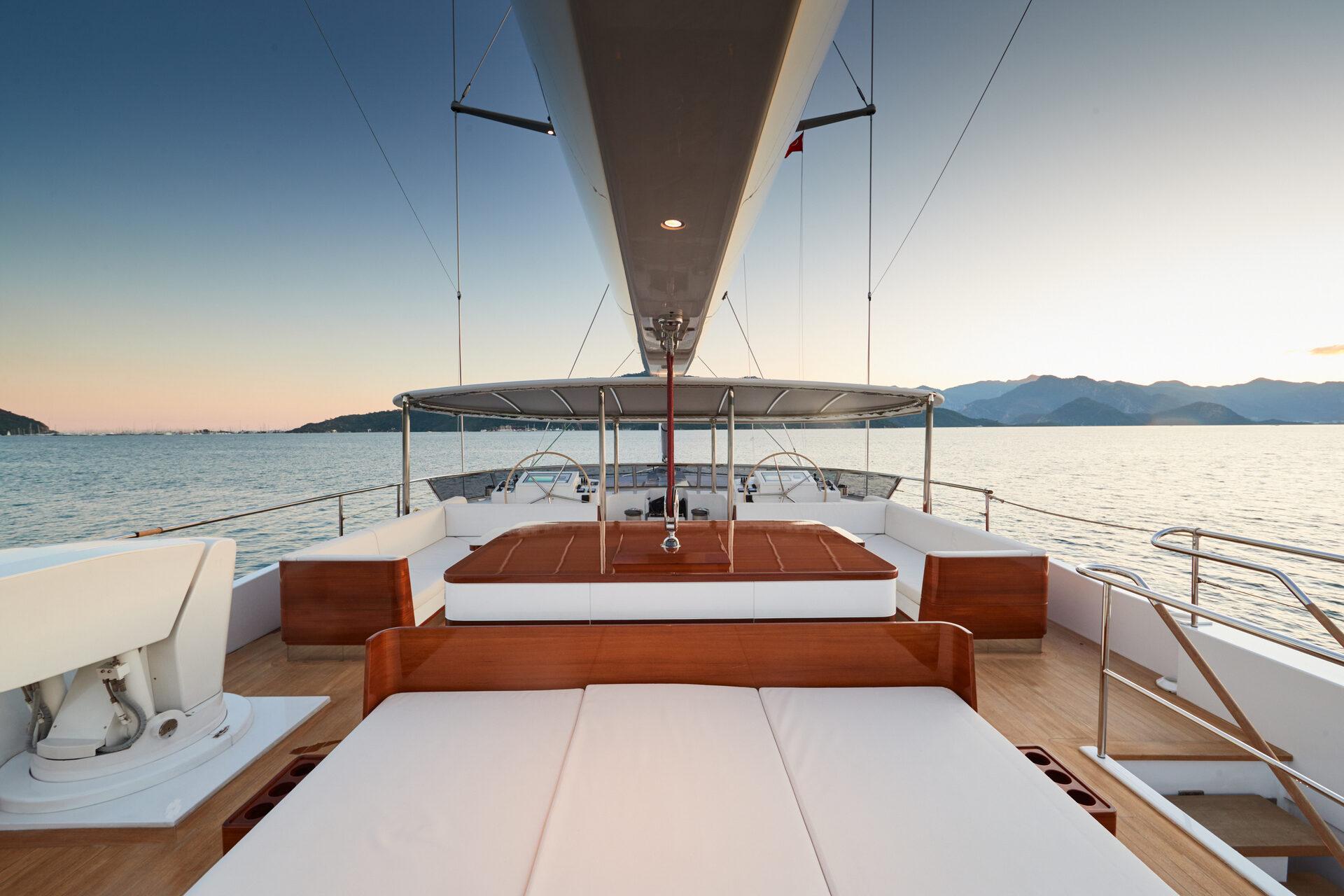 Deck Sunbathing Area