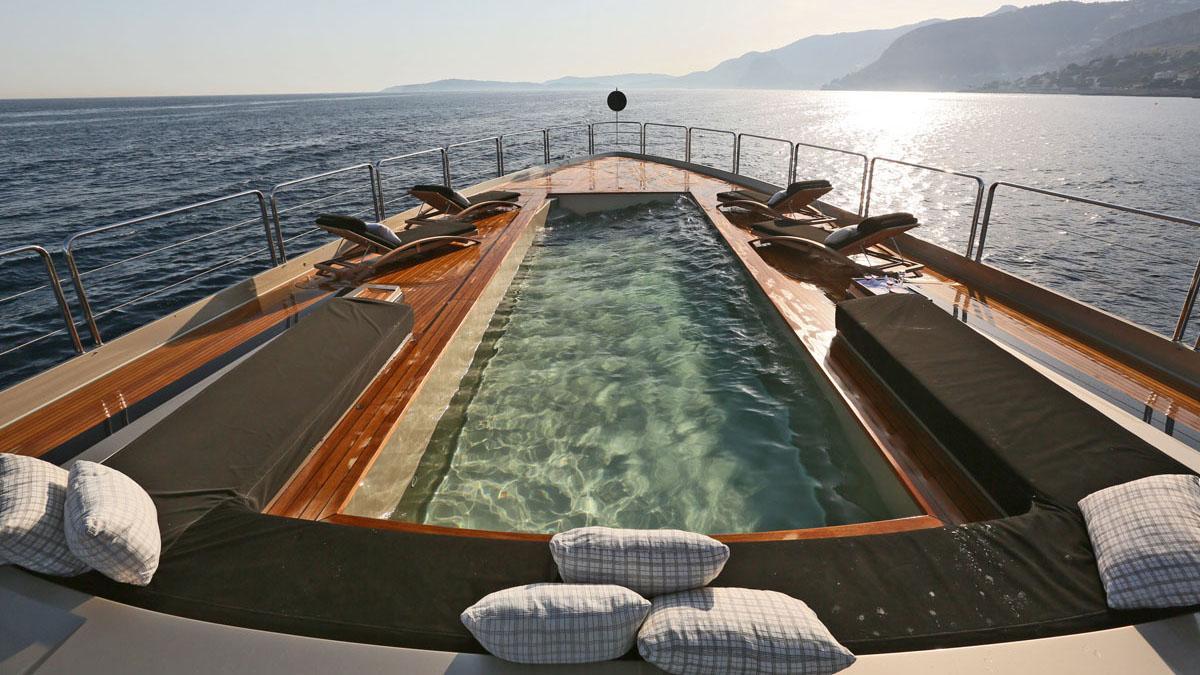 Large 8m Swimming Pool