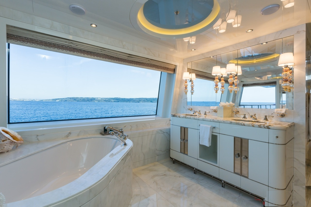 Luxuriou Ensuite Bathroom
