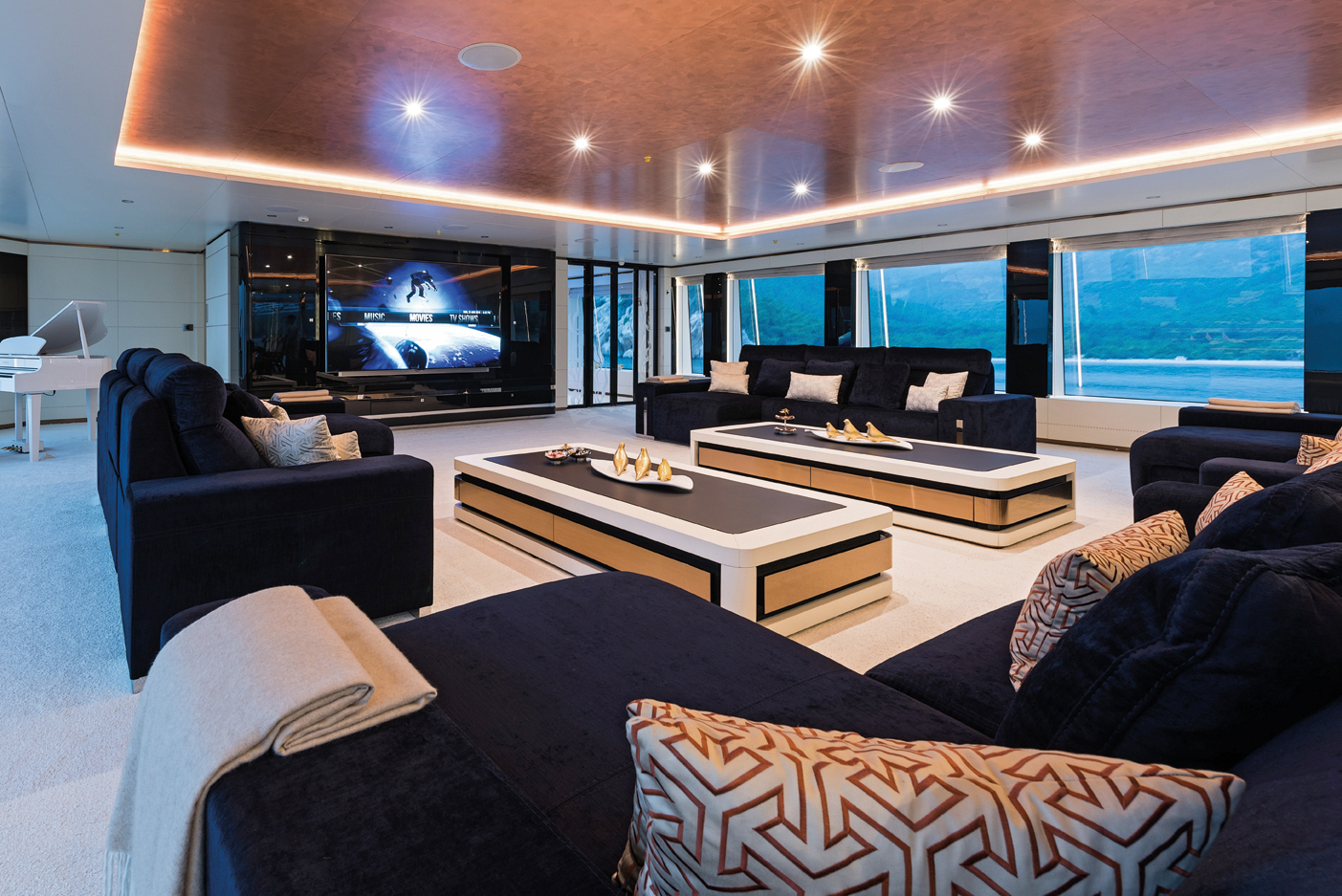 Upper Saloon With Huge TV - Fantastic Views - Grand Piano