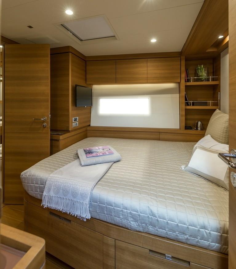 The 32m Yacht FARFALLA