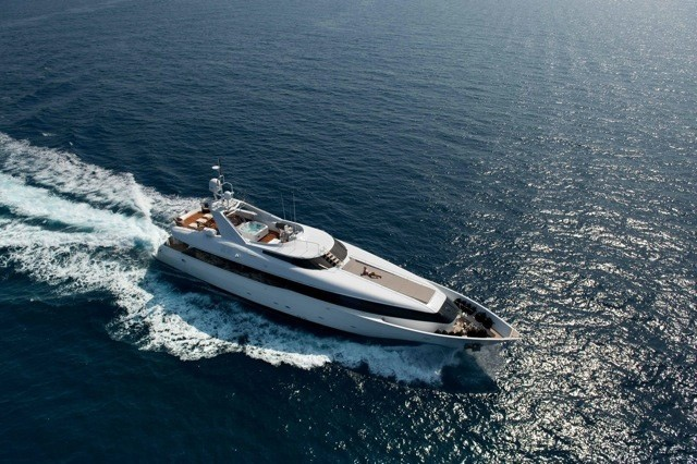 Cruising Aboard Yacht PALM B
