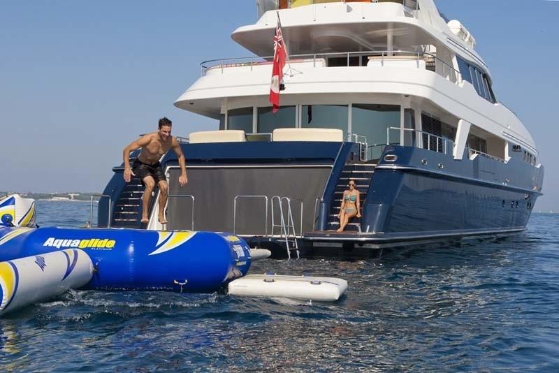 Beach Beachclub Aboard Yacht SISTER ACT