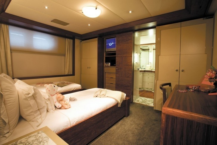 Twin Bed Cabin On Yacht LAZY Z