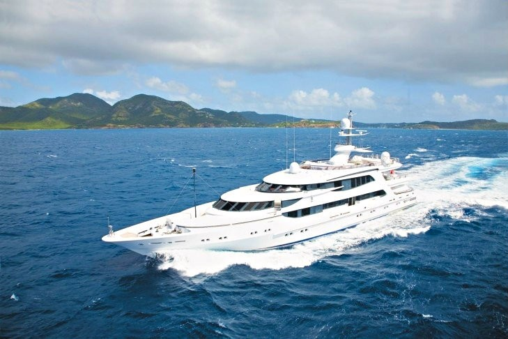 Cruising On Board Yacht LAZY Z