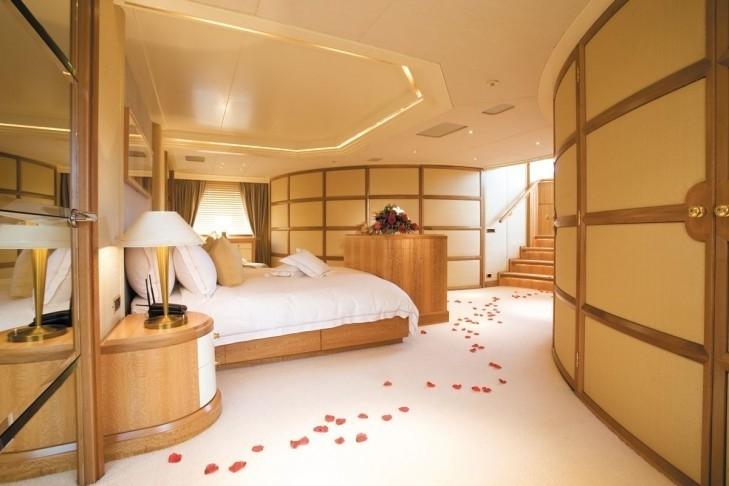 Main Master Cabin Aboard Yacht LAZY Z