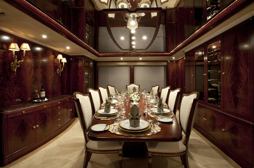 Furniture Aspect: Yacht NOBLE HOUSE's Eating/dining Saloon Captured