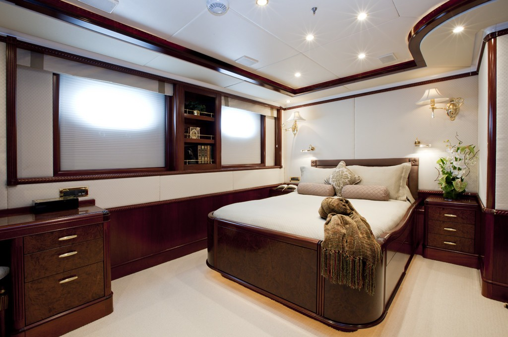 Queen Sized Cabin On Yacht NOBLE HOUSE