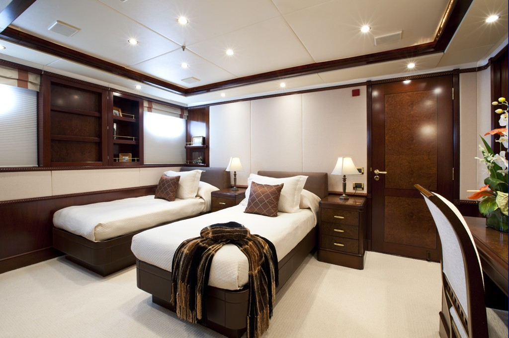 Twin Bed Cabin On Board Yacht NOBLE HOUSE