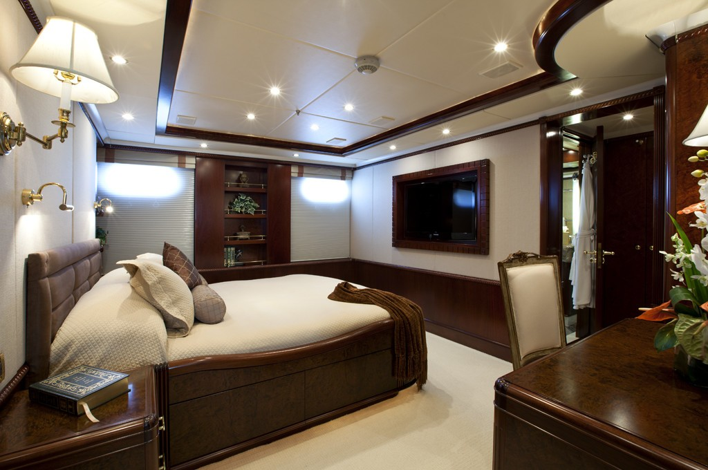 Profile Aspect: Yacht NOBLE HOUSE's Queen Sized Cabin Image