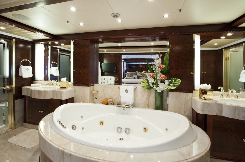 Personal Jacuzzi Pool Aboard Yacht NOBLE HOUSE