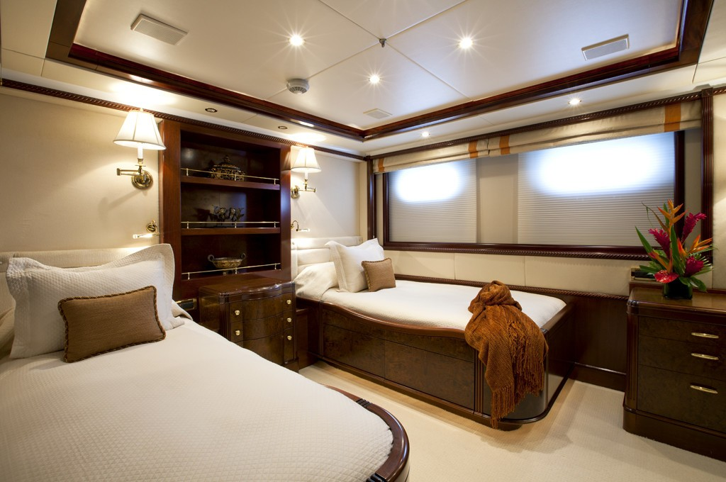 Aspect: Yacht NOBLE HOUSE's Twin Bed Cabin Photograph