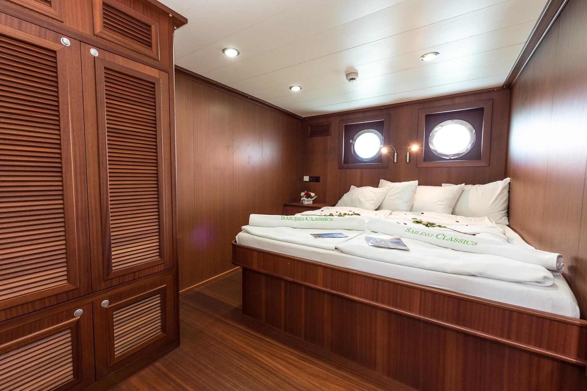 The 55m Yacht CHRONOS