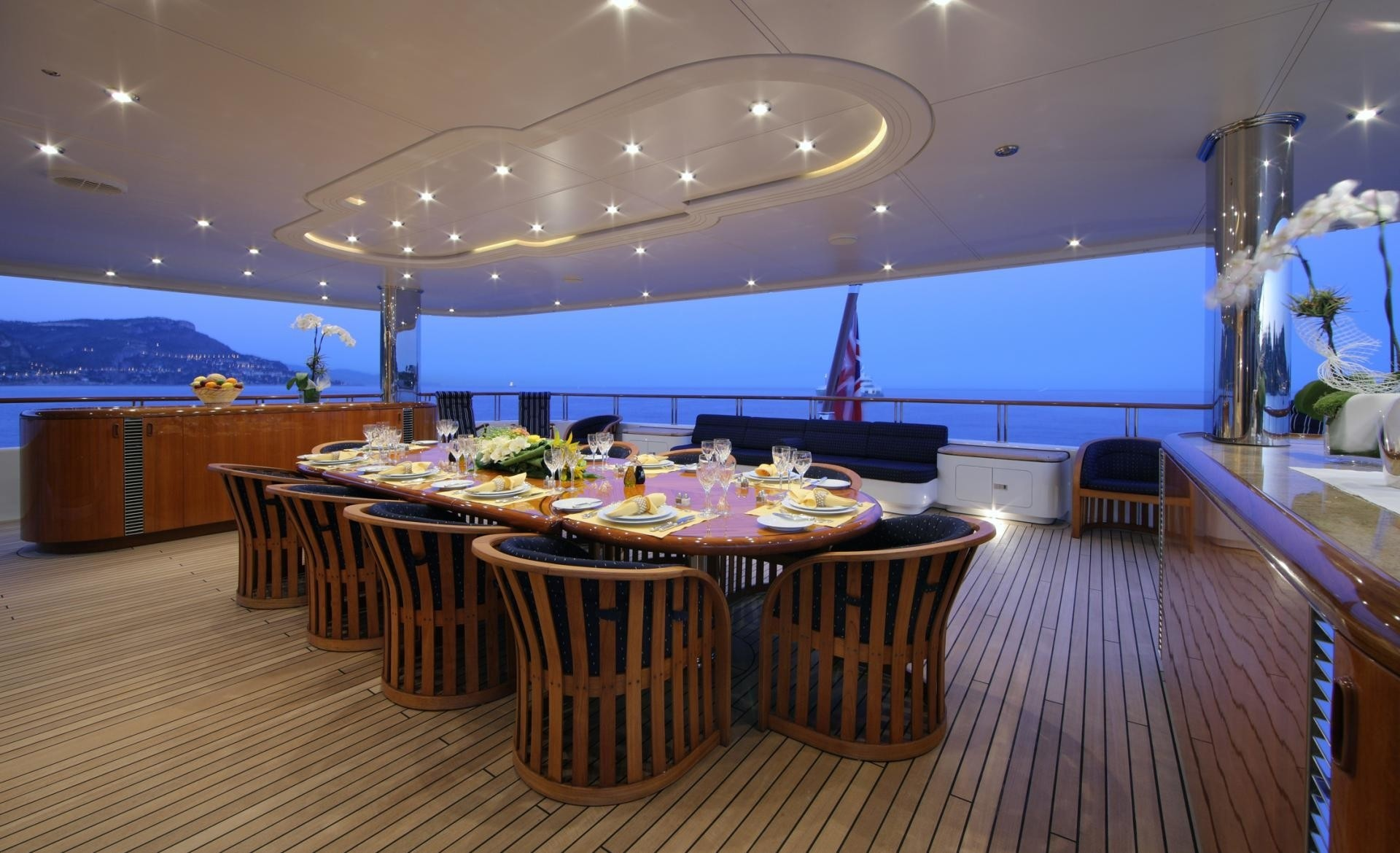 Night Time: Yacht CAPRI's Eating/dining Image