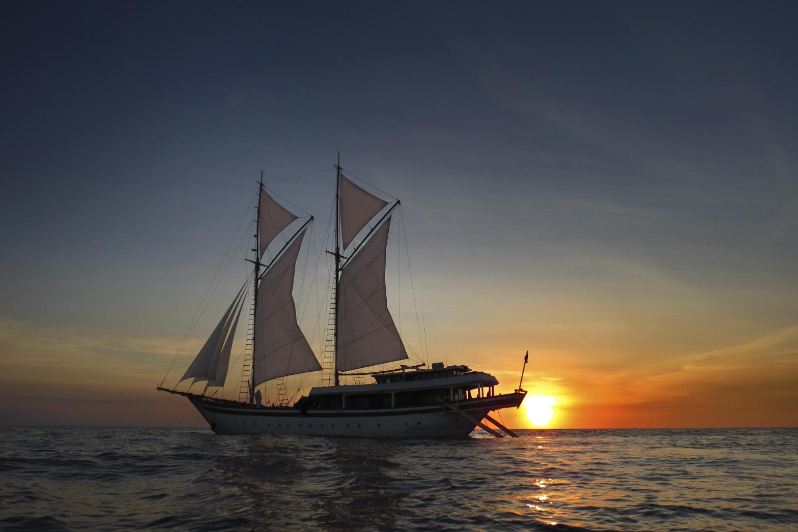 Luxury Indonesian Phinisi Charter Yacht Zen