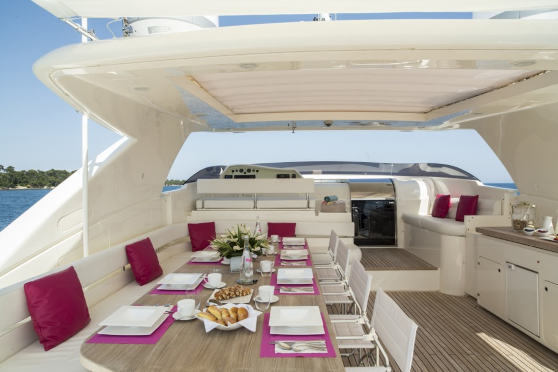 Flybridge Dining And Seating