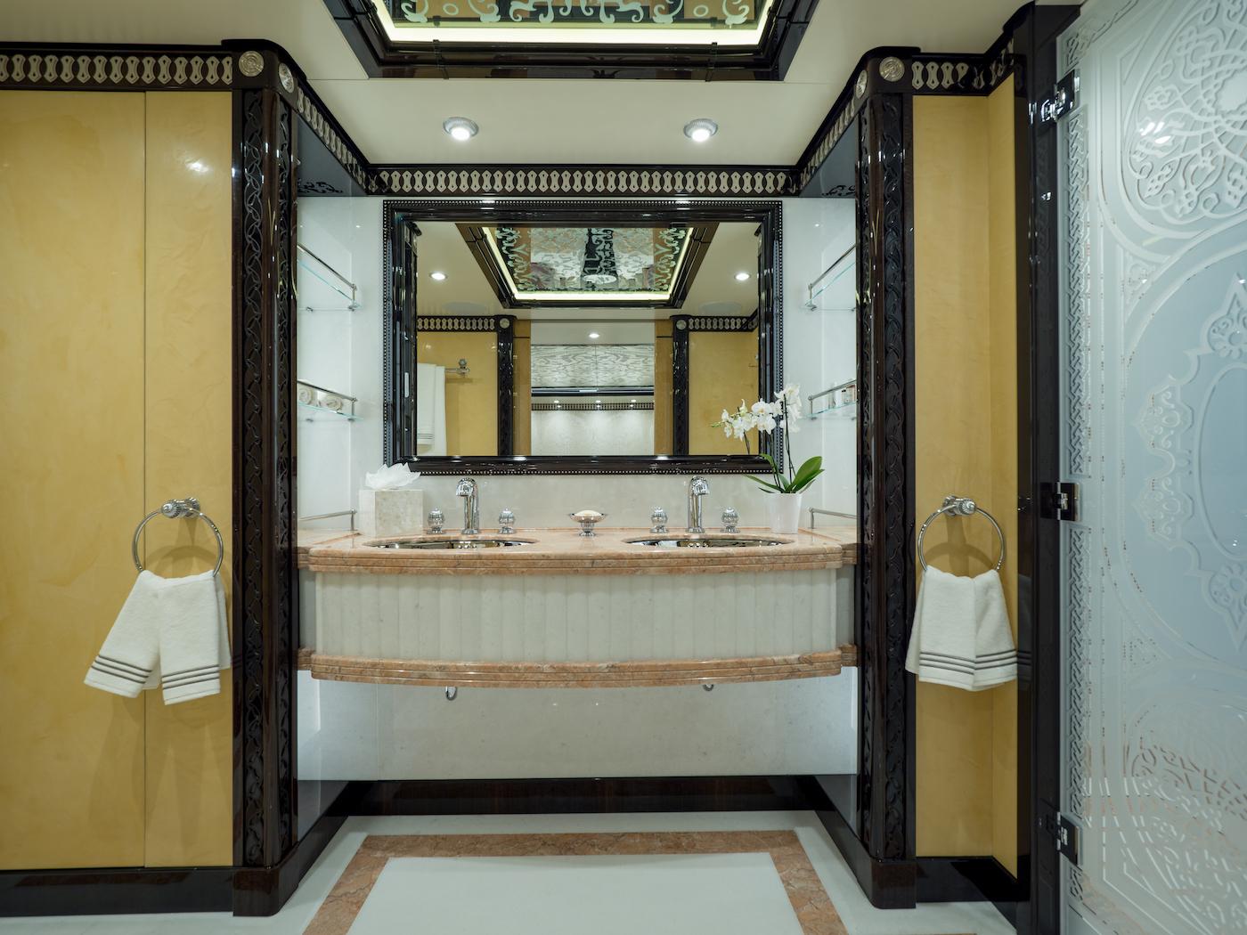 Guest Twin Suite Starboard - Bathroom