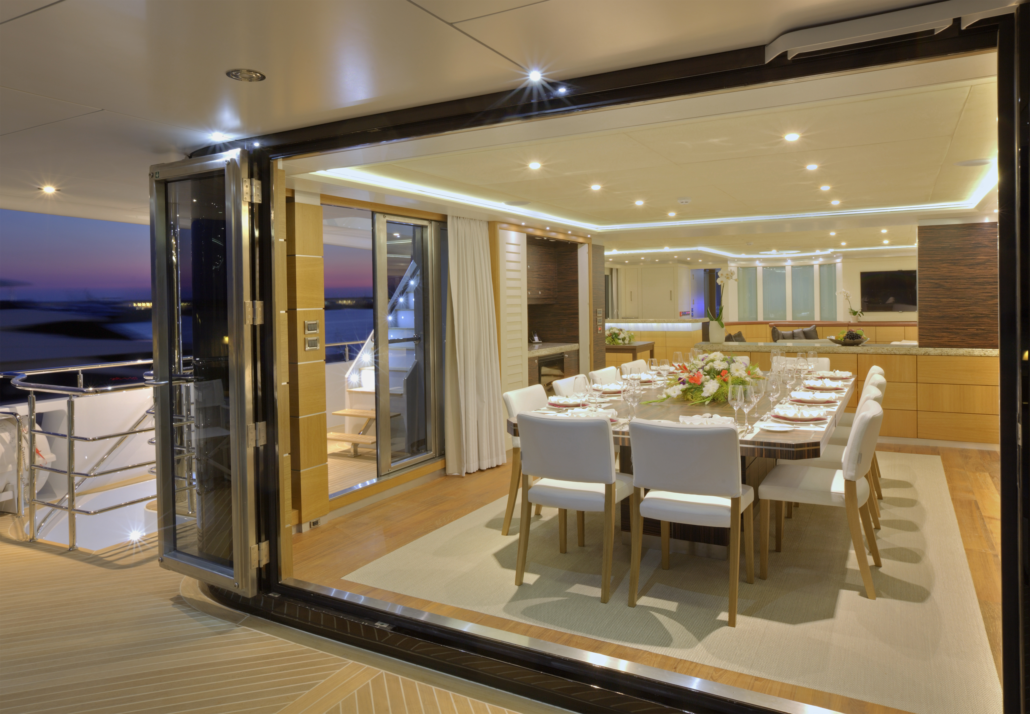 Salon - Deck Dining
