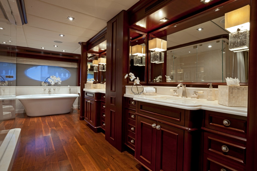 Yacht COCKTAILS - By Trinity Yachts - The Master Ensuite