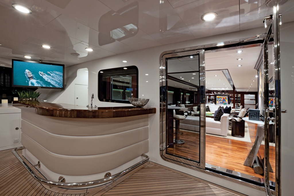 Yacht COCKTAILS - By Trinity Yachts - Aft Deck Bar