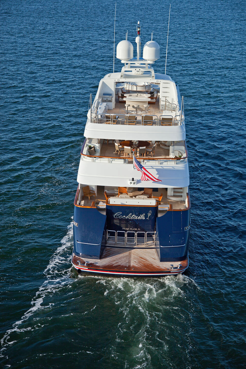 Yacht COCKTAILS - By Trinity Yachts - Aft