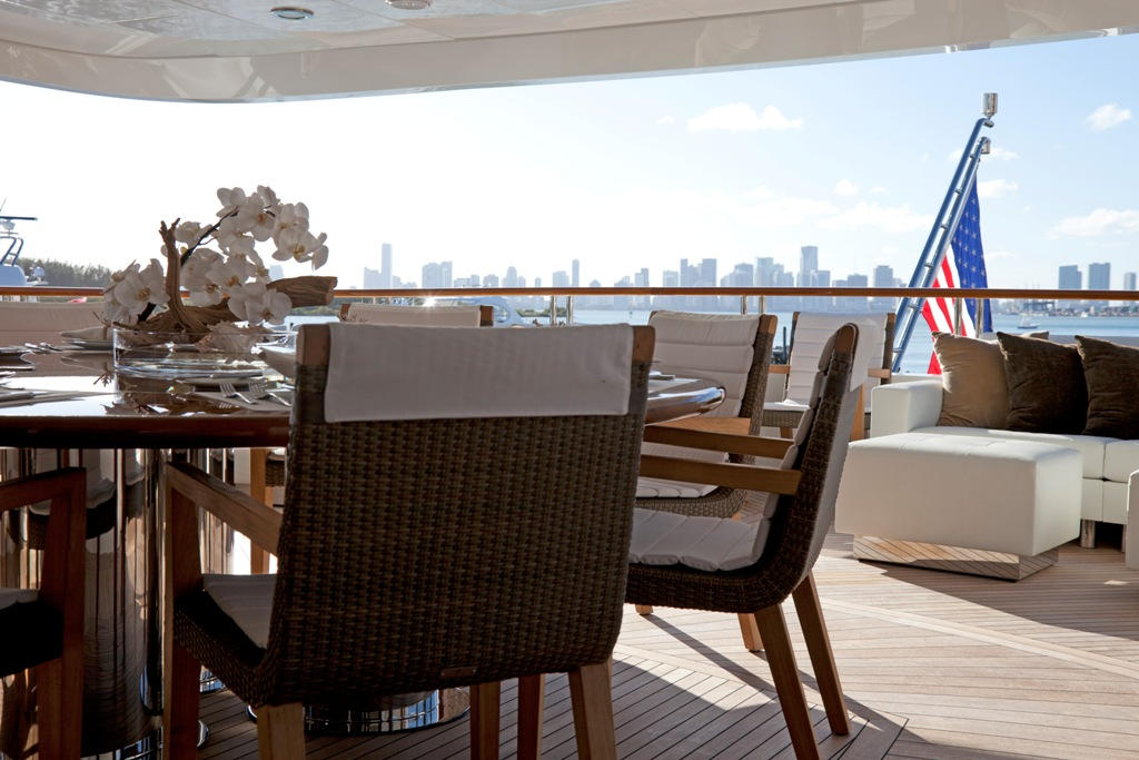 Yacht COCKTAILS - By Trinity Yachts - Cityscape Aft Deck