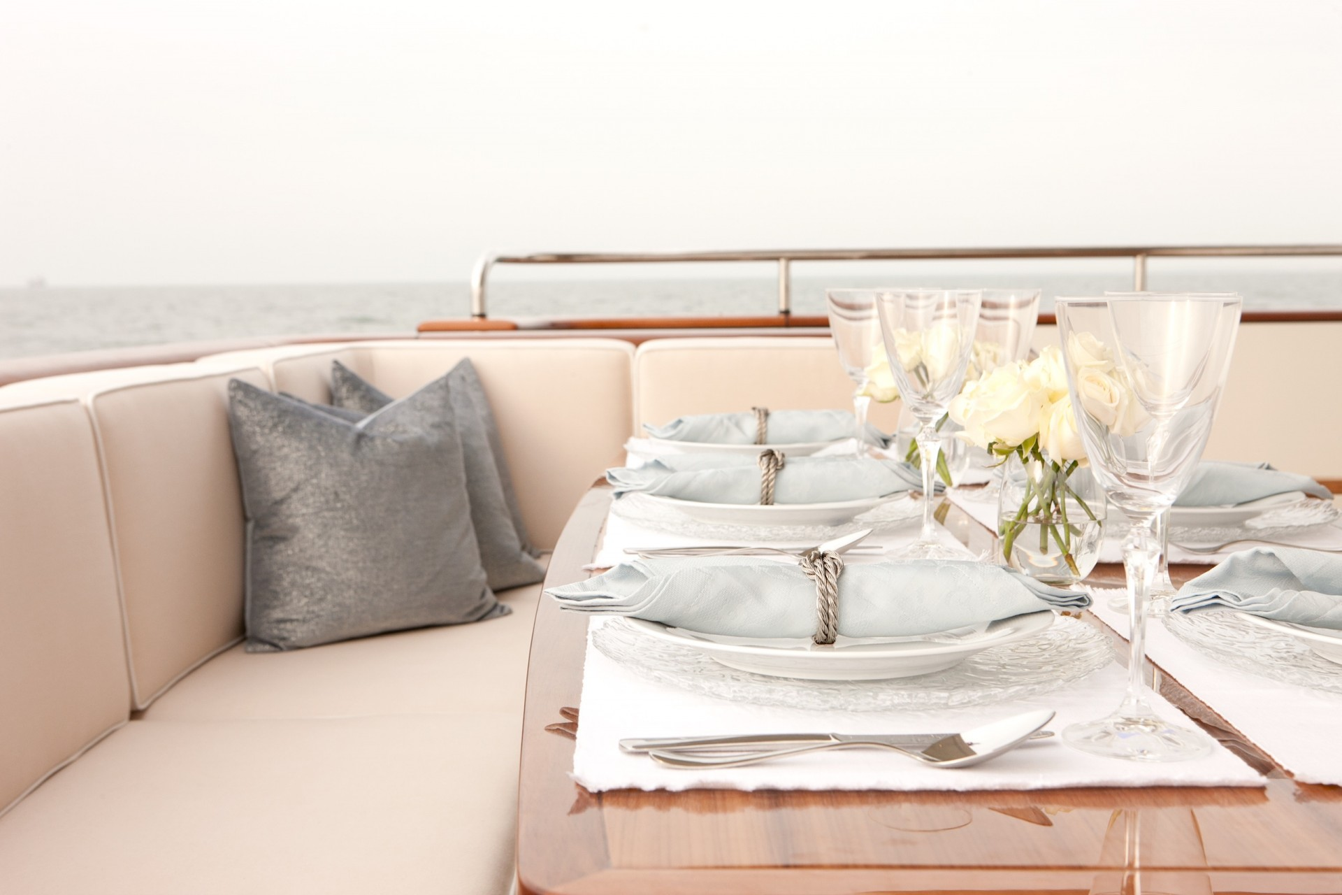 Yacht FIREFLY By Mulder - Dining Details