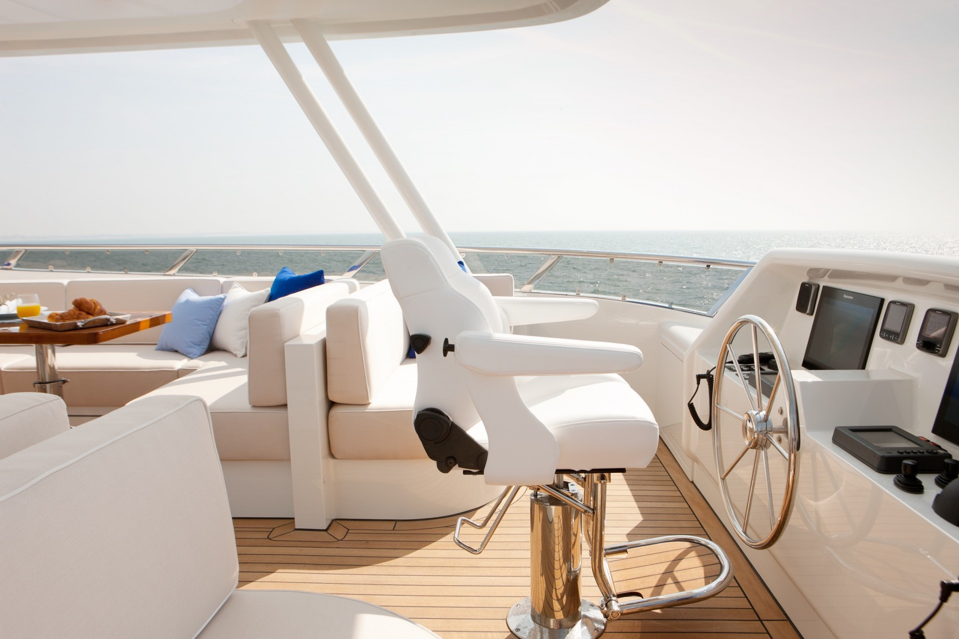 Yacht FIREFLY By Mulder - Flybridge Helm
