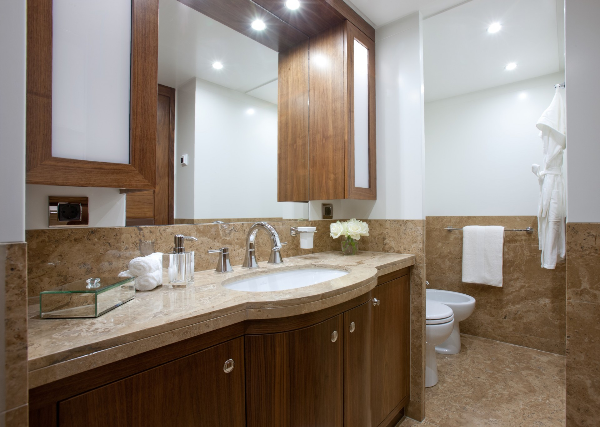 Yacht FIREFLY By Mulder - Master Ensuite