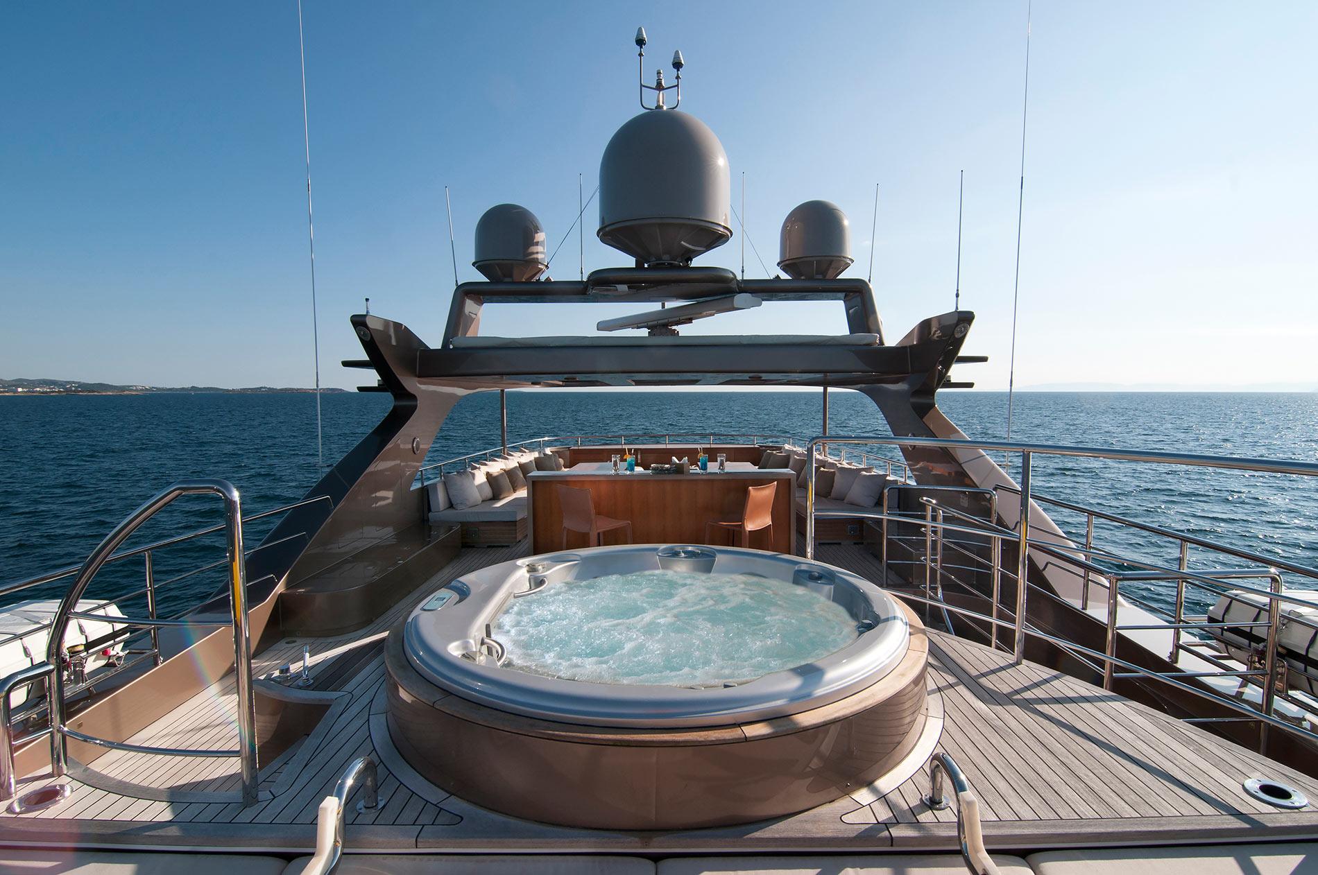 Yacht GEOSAND - Sundeck & Jacuzzi Pool