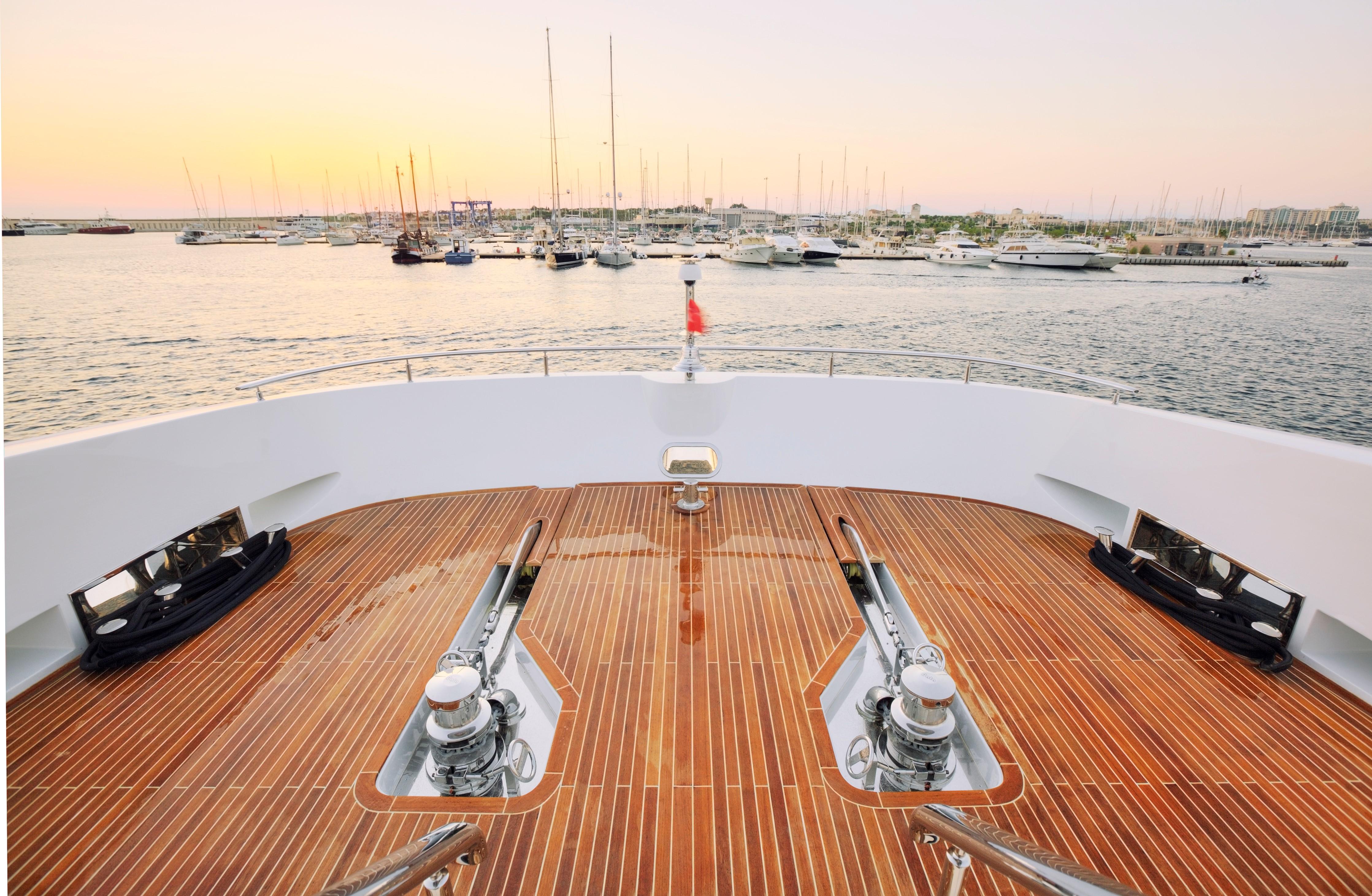 Yacht QUARANTA By Curvelle - Foredeck