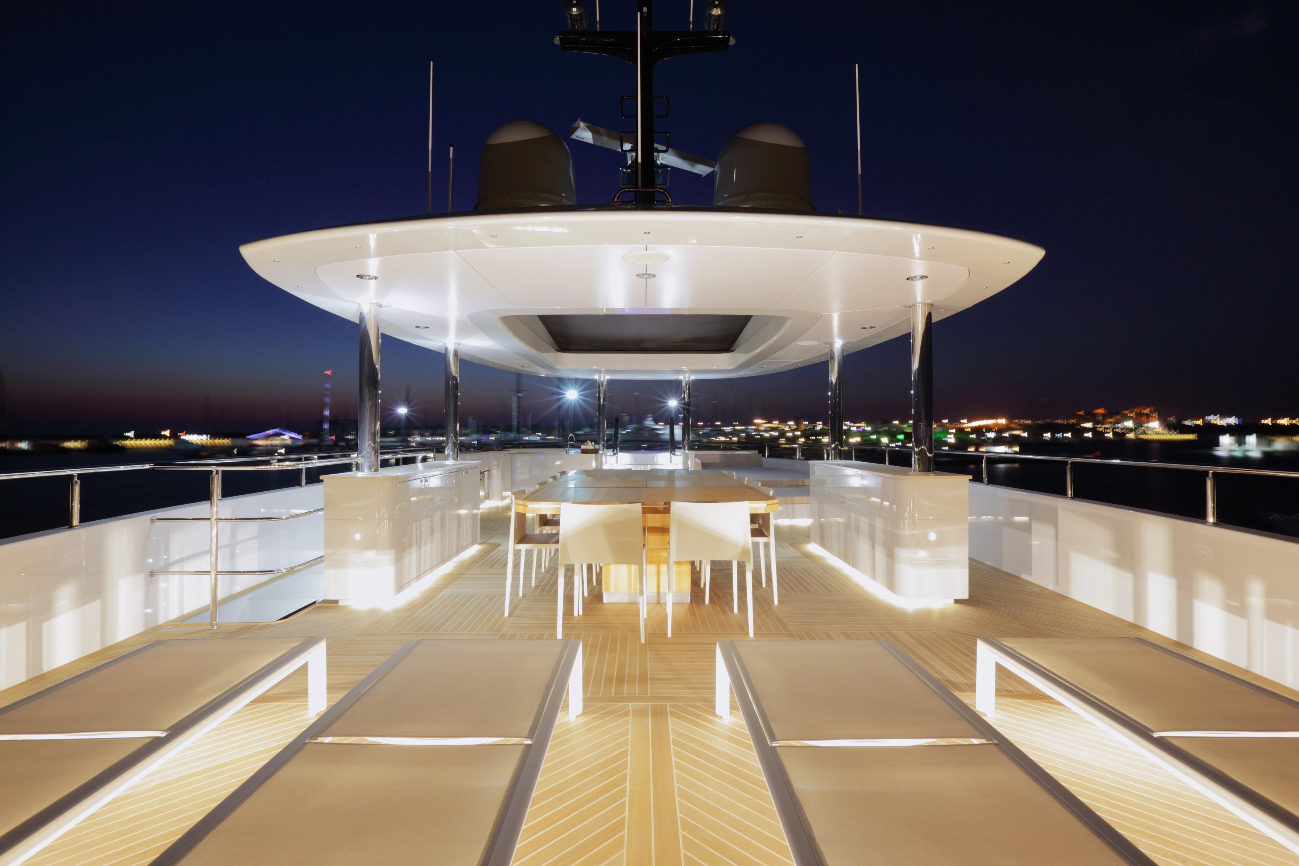Yacht QUARANTA By Curvelle - Sundeck Evening